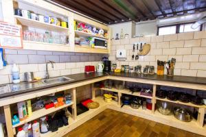 Köök või kööginurk majutusasutuses Old Town Hostel Alur