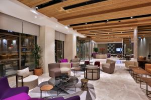 The lounge or bar area at Dosso Dossi Hotels & Spa Downtown
