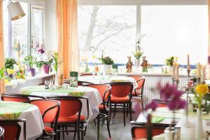 Ein Restaurant oder anderes Speiselokal in der Unterkunft Hotel Diekseequell Superior am Dieksee
