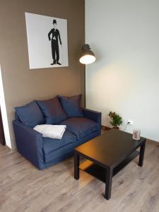 A seating area at Glūdas Grava