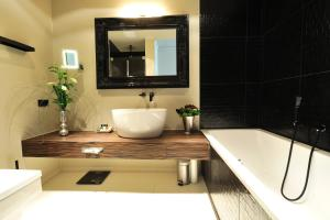 A bathroom at Stage 47
