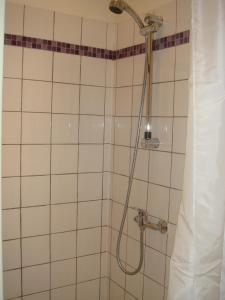Salle de bains dans l'établissement Au Royal Hotel