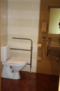 A bathroom at Rēderi