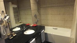 A bathroom at H2otel Congress & Medical SPA