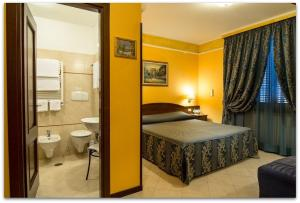 A bed or beds in a room at B&B Degli Amici