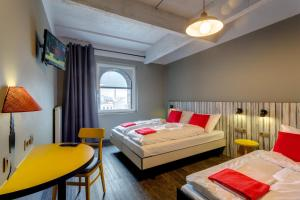 A bed or beds in a room at MEININGER Hotels Bruxelles City Center