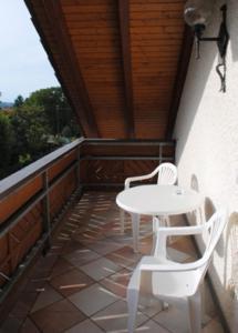 Ein Balkon oder eine Terrasse in der Unterkunft Gasthof-Hotel-Löwen