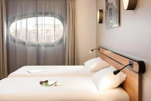 A bed or beds in a room at Aparthotel Adagio Access Nancy Centre