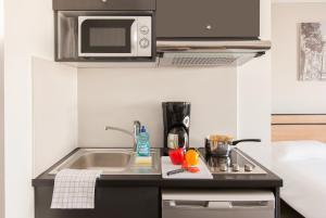 A kitchen or kitchenette at Aparthotel Adagio Access Nancy Centre