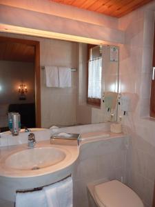 Ein Badezimmer in der Unterkunft Landhotel Mühle zu Gersbach