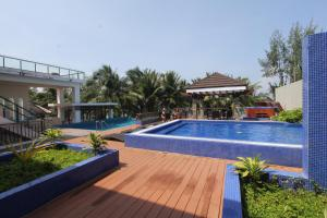 The swimming pool at or close to Crown Regency Beach Resort