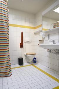A bathroom at Budget Hostel Zürich