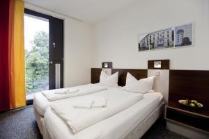 A bed or beds in a room at Jugendherberge Düsseldorf