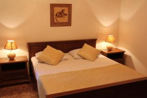 A bed or beds in a room at Maretel Hotel