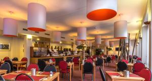 A restaurant or other place to eat at Hotel Rotterdam