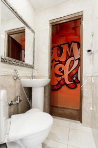 A bathroom at Mama Hostel