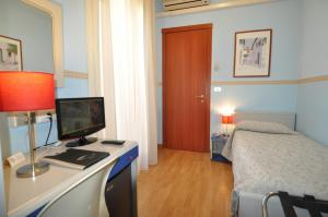 A television and/or entertainment center at Hotel Sole Mare