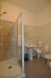 A bathroom at Hotel Sole Mare