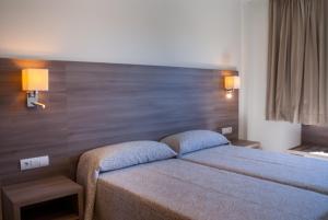 Letto o letti in una camera di Apartamentos Tres Torres