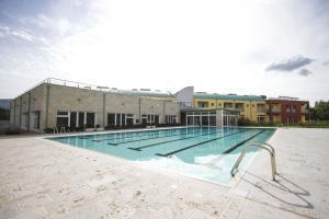 A piscina localizada em Hotel Arezzo Sport College ou nos arredores