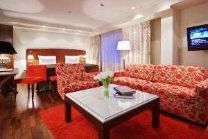 Гостиная зона в Original Sokos Hotel Olympia Garden