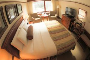 A bed or beds in a room at Alyeska Resort
