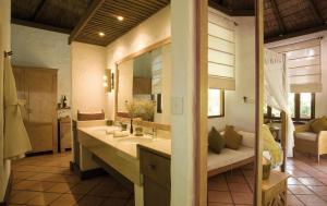 A bathroom at Coco Palm Dhuni Kolhu
