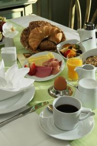 Breakfast options available to guests at Parkhotel Plauen