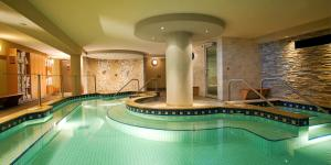 The swimming pool at or close to Banff Caribou Lodge and Spa
