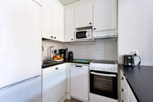 A kitchen or kitchenette at Forenom Serviced Apartments Helsinki Kruununhaka