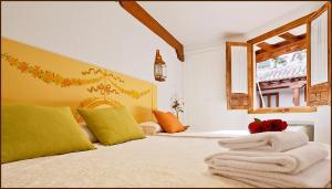 A bed or beds in a room at Posada del Tio Juanón