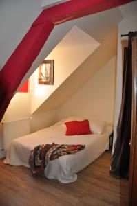 A bed or beds in a room at Le Vieux Carré