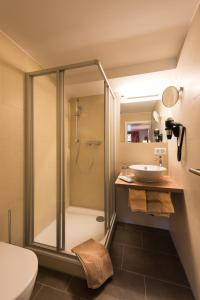 A bathroom at Hotel Restaurant Hirschen
