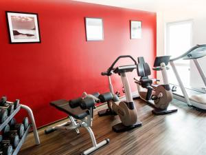Das Fitnesscenter und/oder die Fitnesseinrichtungen in der Unterkunft DORMERO Hotel Frankfurt