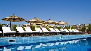 Бассейн в Grand Hotel Yerevan - Small Luxury Hotels of the World или поблизости