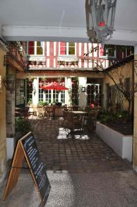 A restaurant or other place to eat at Le Vieux Carré