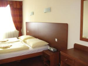 A bed or beds in a room at Hotel Astra
