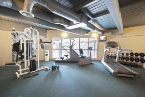 The fitness center and/or fitness facilities at Tonquin Inn