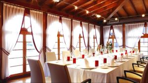 A restaurant or other place to eat at Blanco Hotel Spa