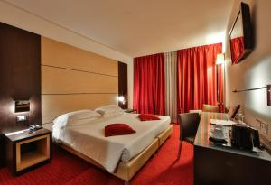 A bed or beds in a room at Best Western Plus Hotel Galileo Padova