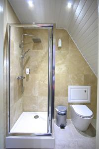 A bathroom at Beaconsfield Hotel