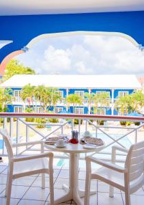 A balcony or terrace at Bay Gardens Inn
