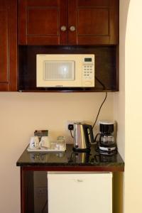 A kitchen or kitchenette at Bay Gardens Inn