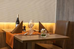 Ein Restaurant oder anderes Speiselokal in der Unterkunft Hotel Les Mouettes