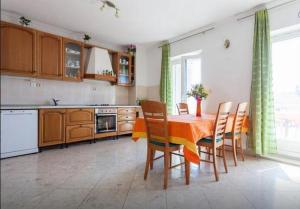 A kitchen or kitchenette at Guest House Kate
