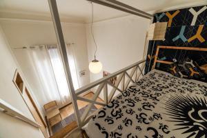Двухъярусная кровать или двухъярусные кровати в номере Liteyny-60