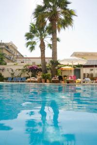Бассейн в Best Western Plus Hotel Plaza или поблизости