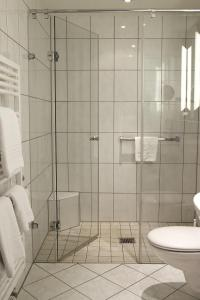 A bathroom at Hotel Zum Schiff