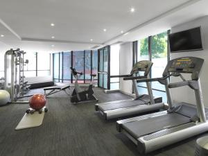 The fitness center and/or fitness facilities at Travelodge Hotel Sydney