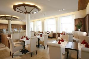 A restaurant or other place to eat at Flair Hotel zum Schiff